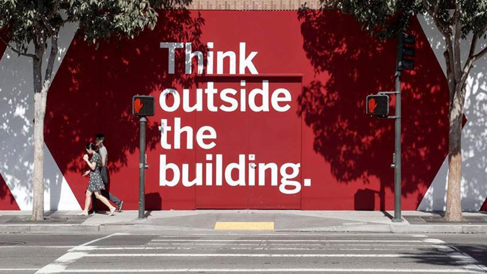 think-outside-building Faut-il payer pour être vu ?
